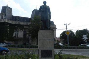 Статуята на Еуджениу Карада, Craiova