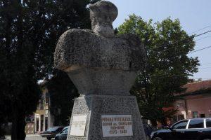 Bust Mihai Viteazu, Strehaia