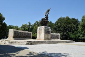 Паметник на Независимостта, Турну Мъгуреле