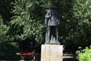 Статуя на Мирча чел Бътрън, Турну Мъгуреле